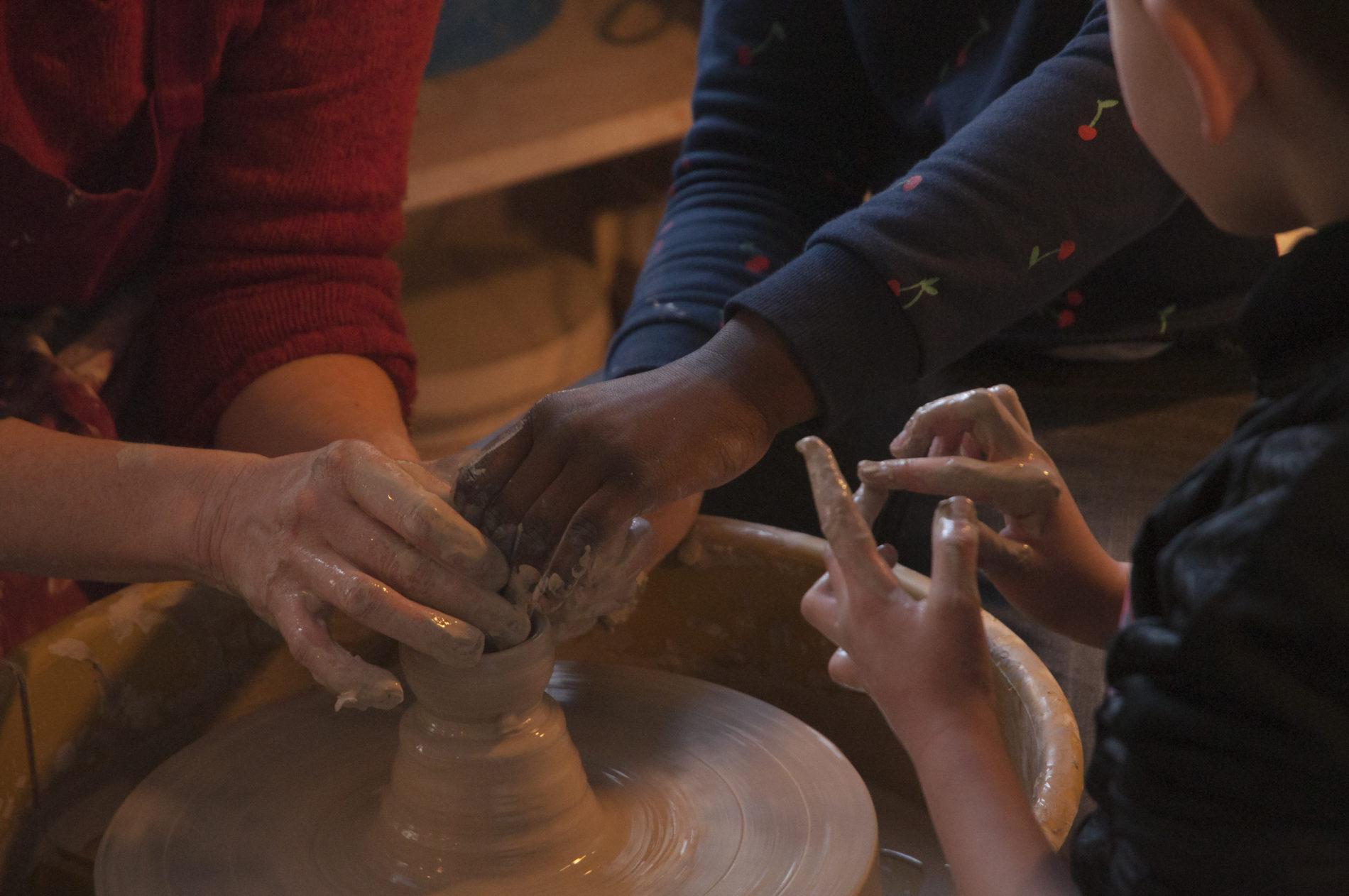 FIFMA #3: Des apprentis sérigraphes … et céramistes